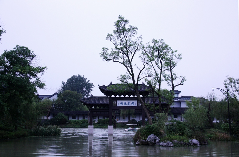 瘦西湖风景区是蜀冈-瘦西湖国家重点风景名胜区的