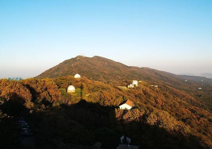 整个钟山风景区,分为明孝陵,中山陵和灵谷寺三大