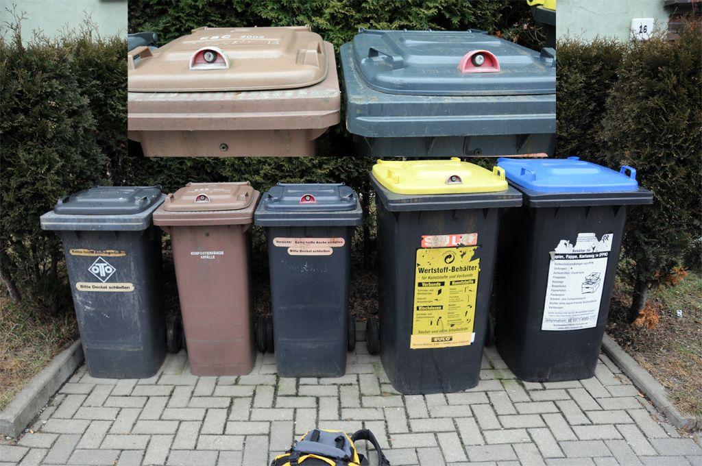居民小区里是没有公共垃圾桶的。通常都是每家或者每栋楼有自己的垃圾箱。垃圾箱大多藏在后院里,没有院子的就在附近建一个栅栏围起来,没有围栏的就在垃圾箱的盖子加上锁,摆在门口。可以说是垃圾箱是及其私人的东西,决不能公用。 德国大部分的瓶子上都注明了是否可以回收,可以回收的瓶子就需要交一部分押金。德国销量很大的啤酒、矿泉水和大部分饮料瓶子都是可以回收的。每个超市都有自助的瓶子回收机,玻璃瓶8分一个,塑料瓶和易拉罐都是2毛5一个。其他不能回收的瓶子需要丢到专门装瓶子的垃圾箱。