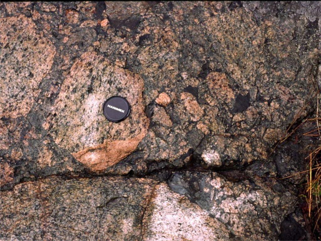 假熔岩(震源岩石) - 探矿者           - Prospector blog