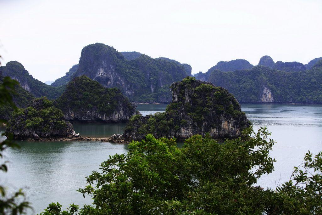 科学网—美丽的下龙湾-天堂岛 - 201105越南