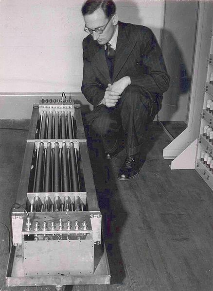 1967年图灵奖得主--莫里斯·威尔克斯 - 尘埃落定 - 尘埃落定