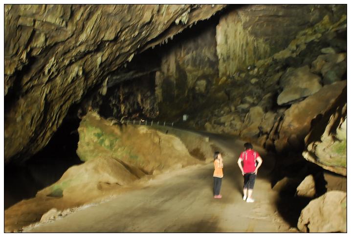 燕岩风景区位于广东省怀集县的桥头镇