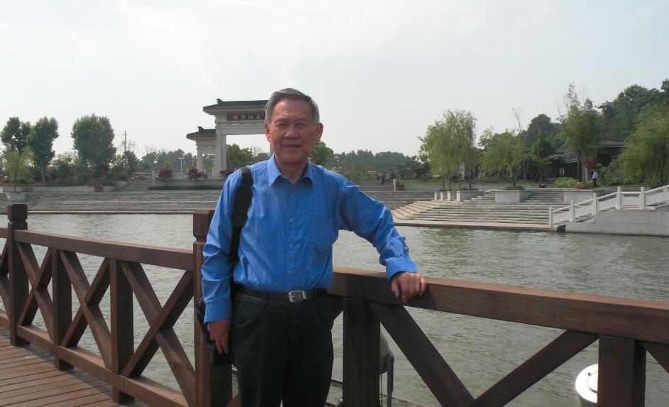 镇江市北固山风景区饱赏沿江风光,并留下身影,照片 8 张即时拍摄,其中