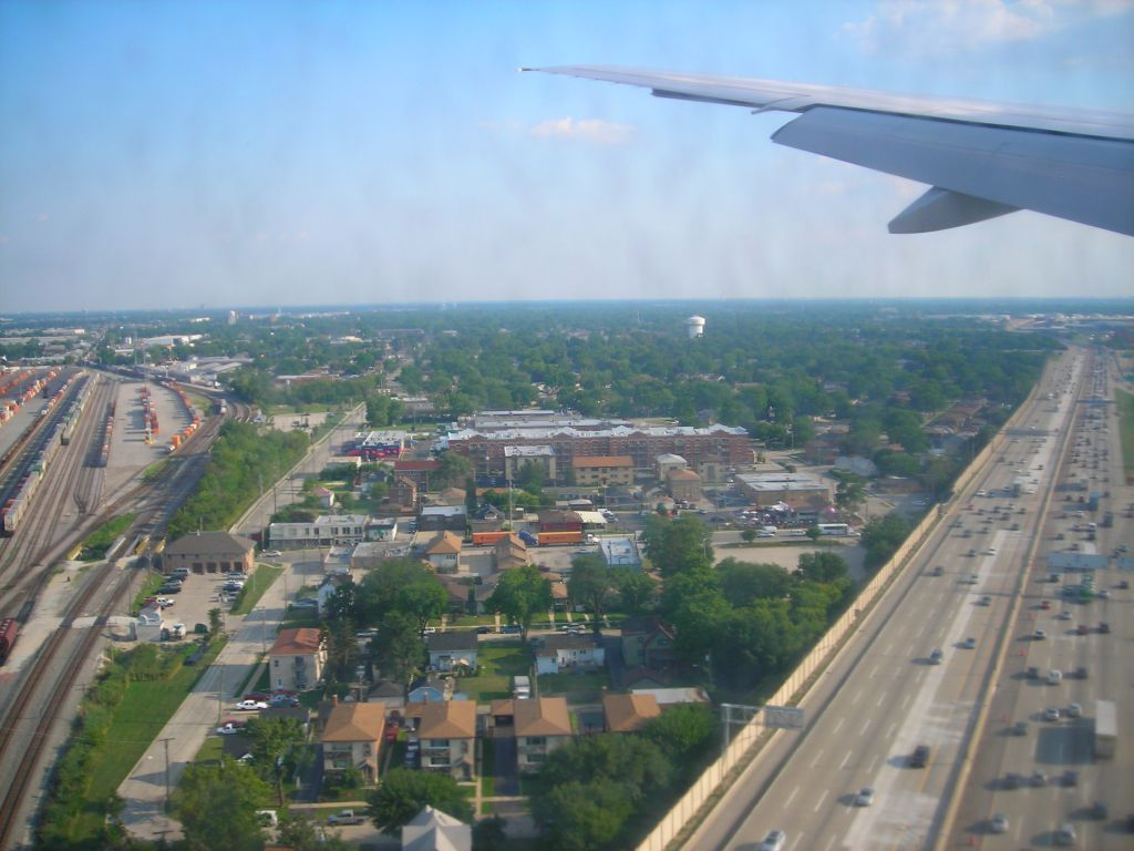 飞机大概在北京时间7点降落在芝加哥奥黑尔国际