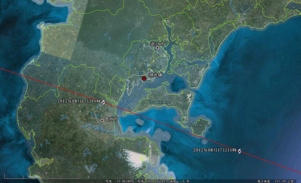 图3 2012年8月17日21时第13号台风启德的雷达回波图象与世界气象组织确定的台风中心位置 对比图1和图2可以发现,图1的风暴圈明显往北偏移,经测量整体偏移的距离超过20公里(图4)。难怪中央气象台发布的台风路径如此不靠谱。此前发布的第13号台风启德于17日12时30分前后在湛江市麻章区湖光镇登陆也不靠谱,香港发布的第13号台风启德的路径根本不经过湛江市麻章区湖光镇(图5、图6)。