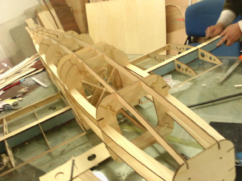 飞机已经完成机身和机翼骨架部分