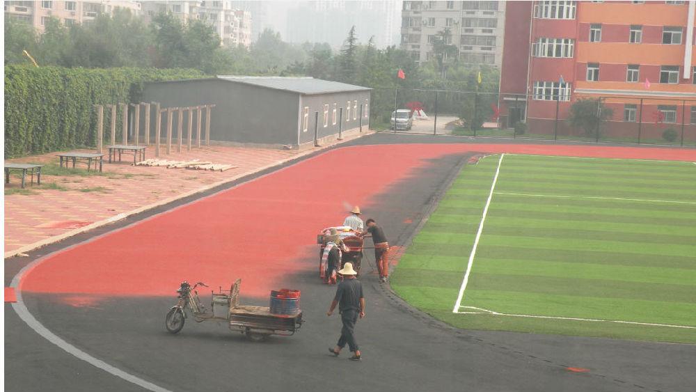 科学网—天通苑小学塑胶足球场周边开始跑道施工