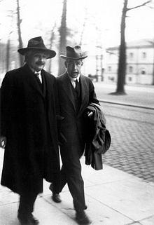 波尔/爱因斯坦和波尔在1930年的Solvay会议吵架期间