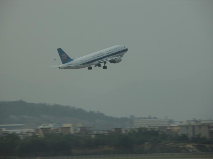 科学网—白云机场的飞机起飞:卡片机傻拍2013(9)