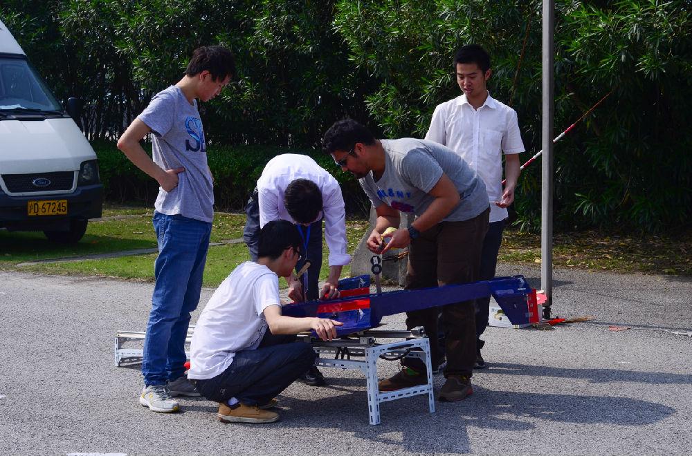 同济大学生成功探索无人机弹射与伞降回收技术