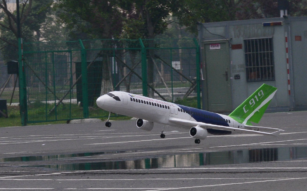 """C919""""大飞机""""首飞成功"""