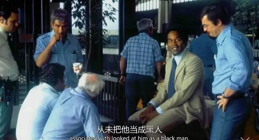 """黑人巨星凭""""我非黑人""""跻身名流,涉嫌杀妻颠倒黑白谱写世纪审判"""