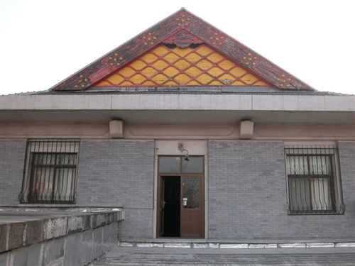 数学楼是歇山屋顶式仿古建筑,在这上面可以绘漂亮的图.数学
