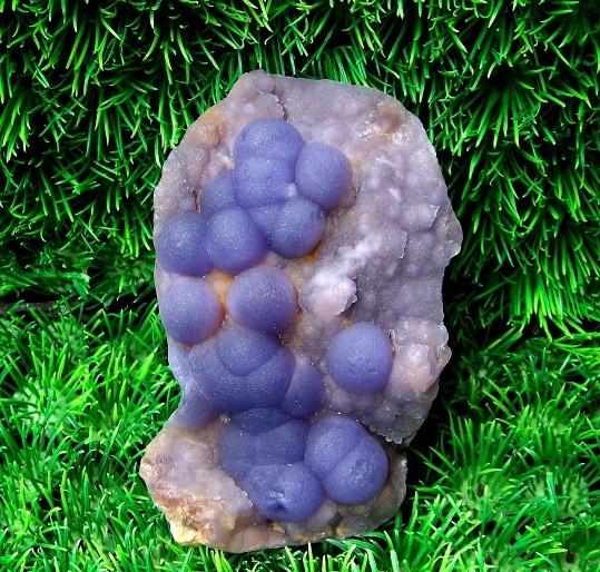 萤石?绿色矿物?绿泥石化?绿帘石化?好像不是孔雀石化