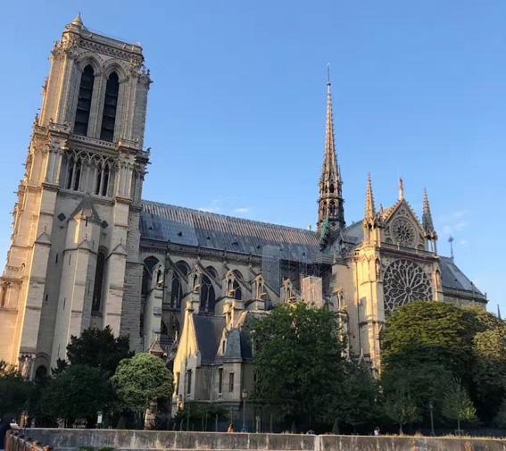 巴黎圣母院.jpg