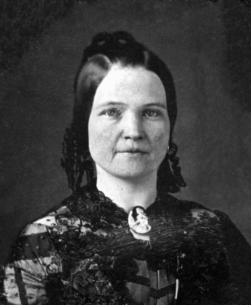 800px-Mary_Todd_Lincoln_1846-1847_restored_cropped.png