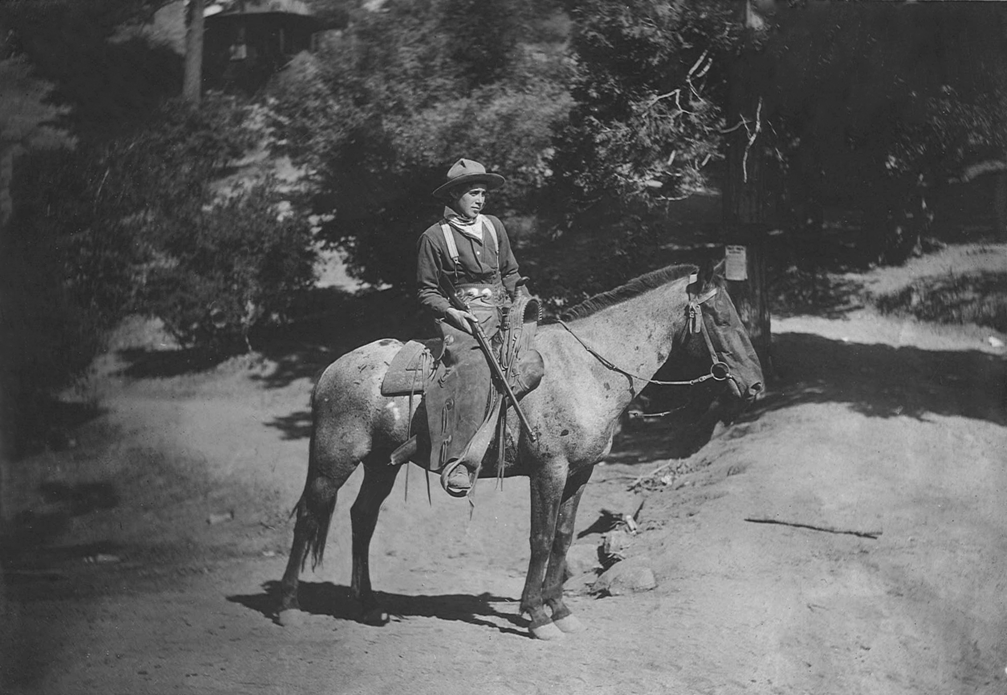 Milt-and-pack-horse-on-trail-1910.png