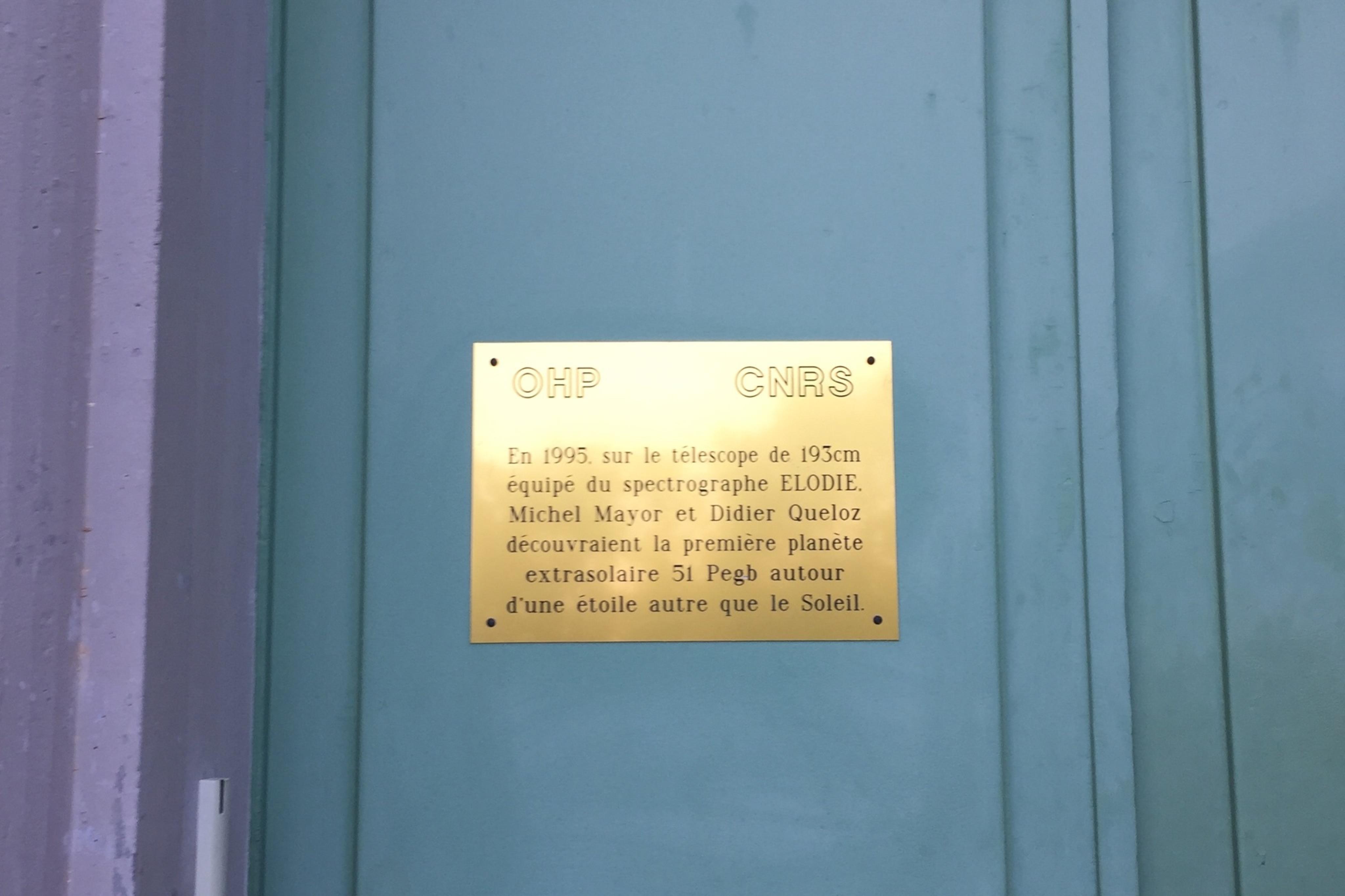 图6-迈耶和奎洛兹观测发现飞马座51b的观测室门口.jpeg
