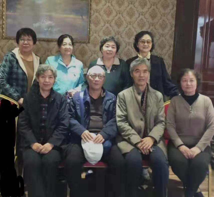 告别仪式后合影,后左三是吴继光夫人陈养芬