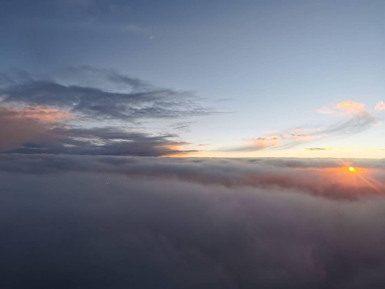 空中看落日2.jpg