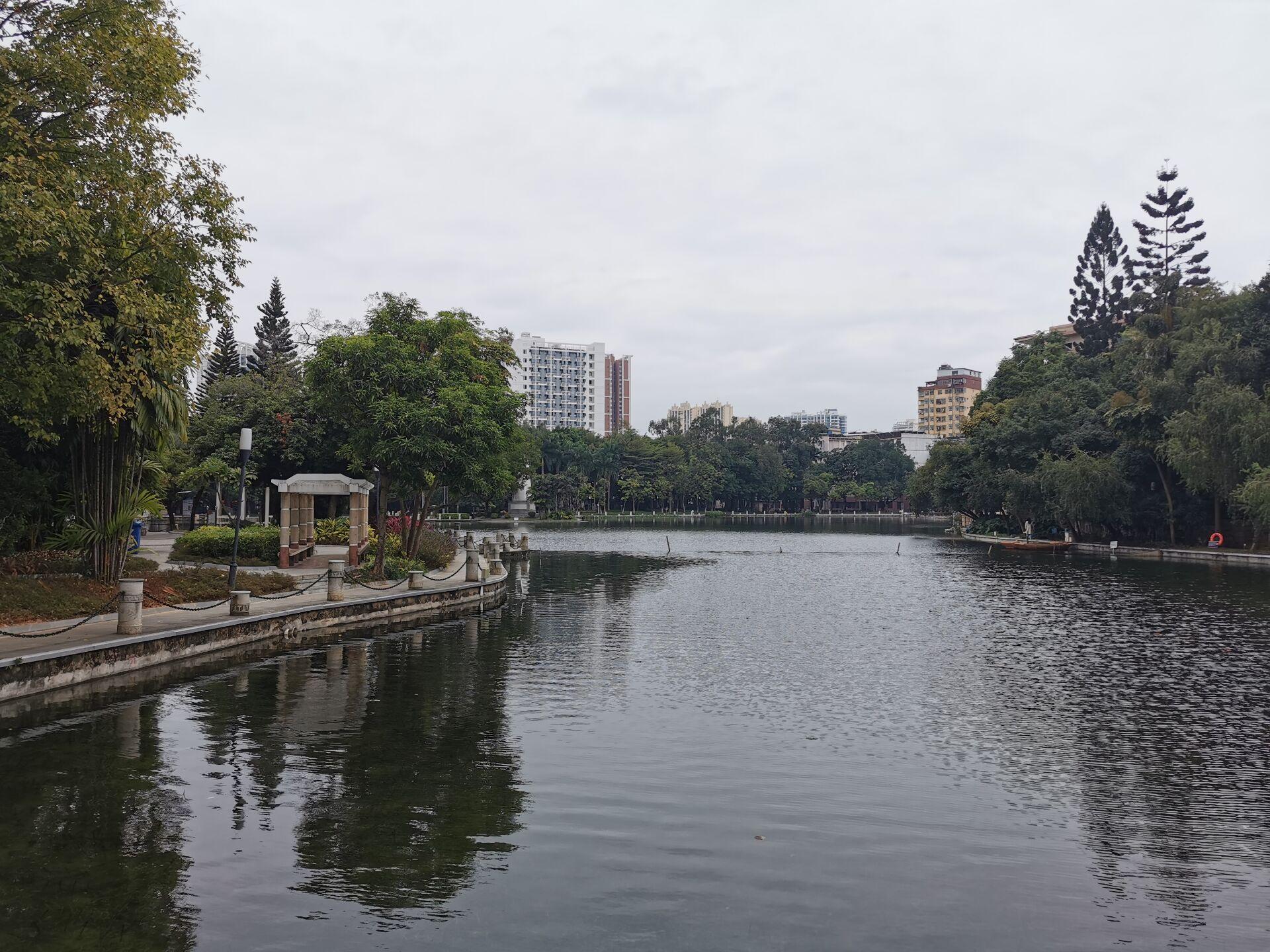 南宁广西大学校园之碧云湖03.jpg