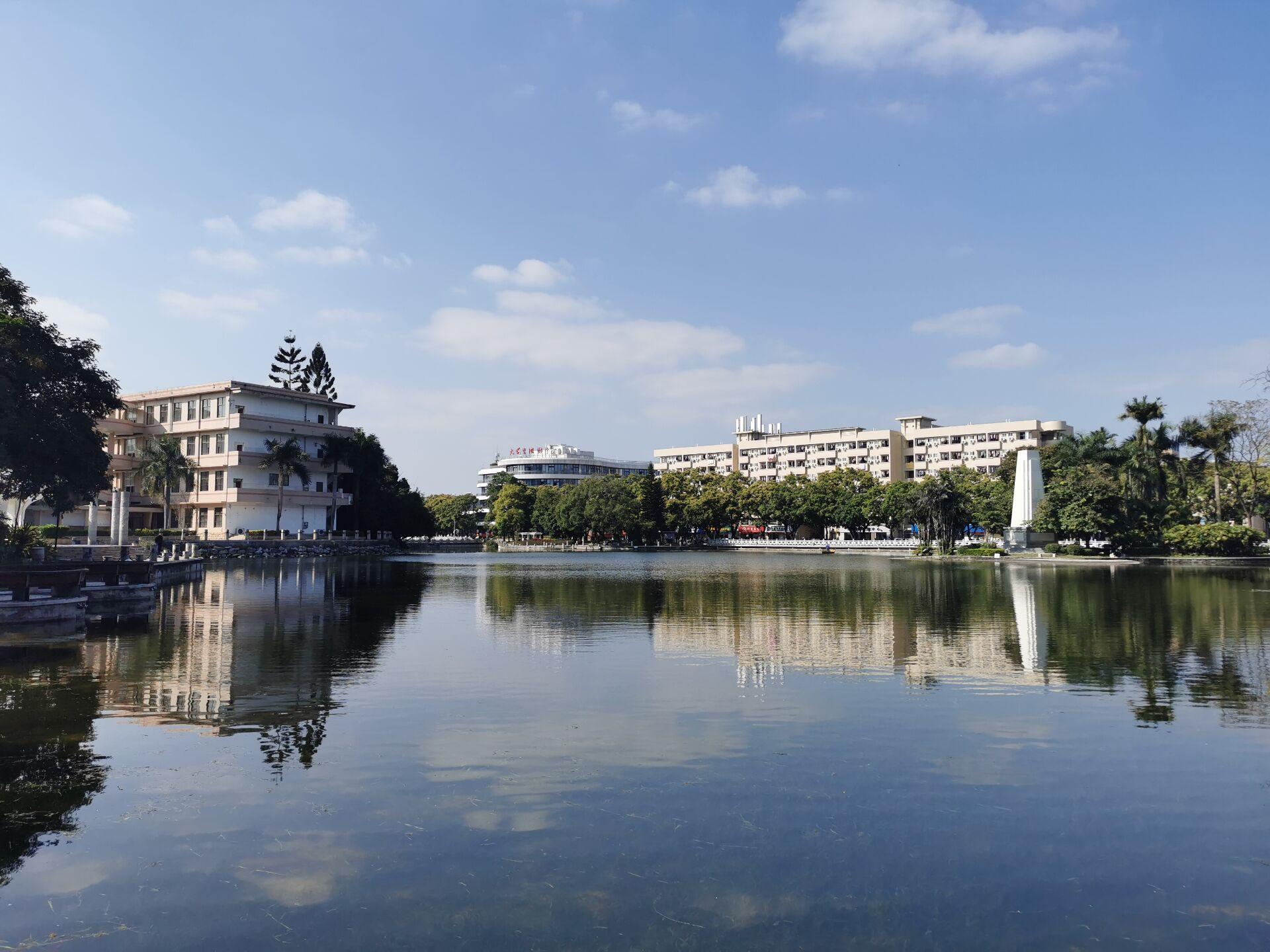 南宁广西大学校园之碧云湖14.jpg