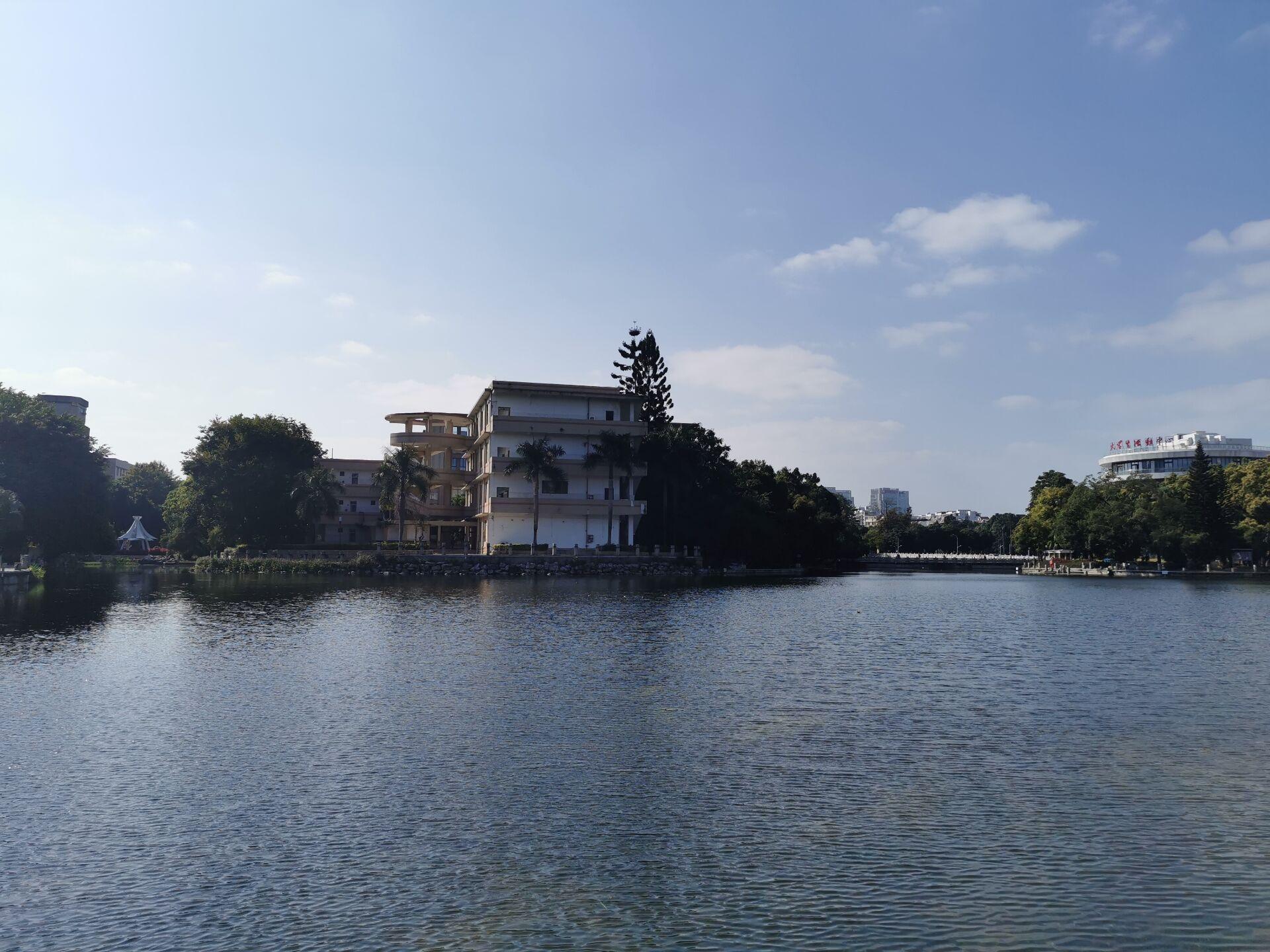 南宁广西大学校园之碧云湖15.jpg