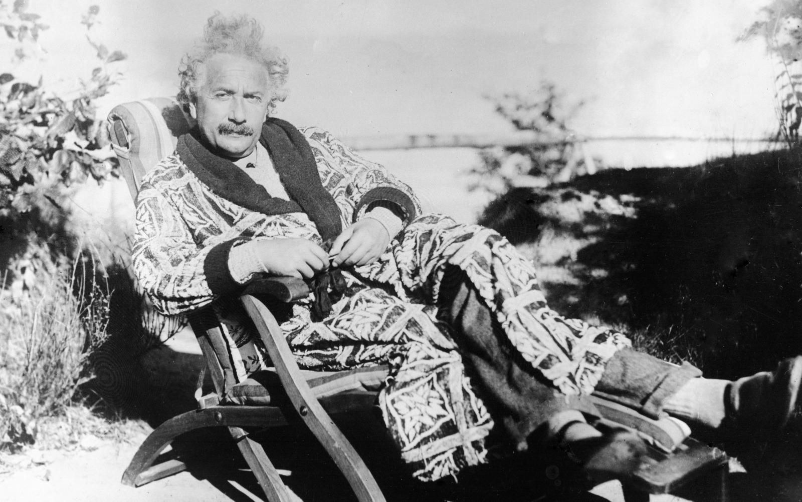 albert-einstein-chair.jpg