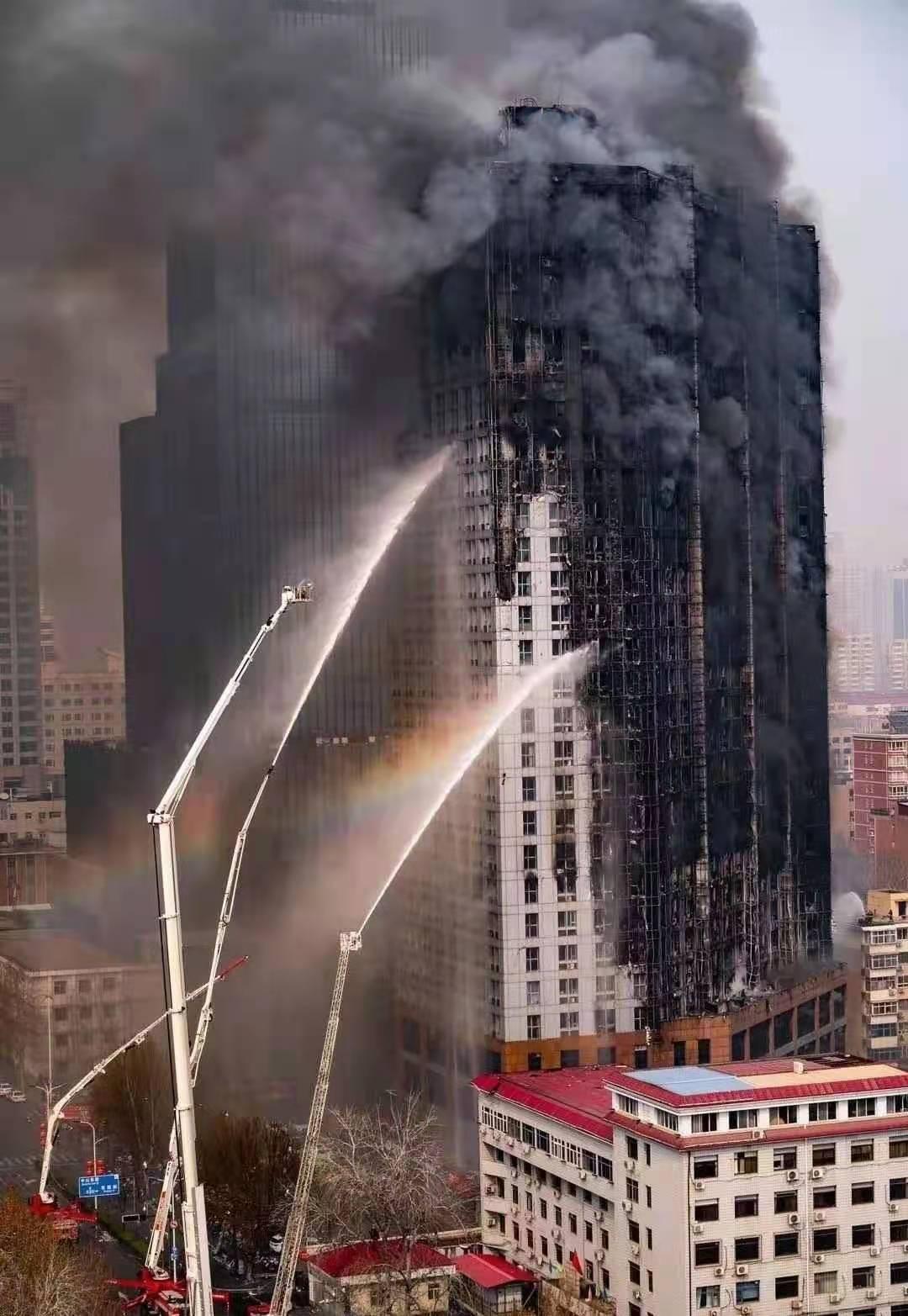 高层外墙起火.jpg