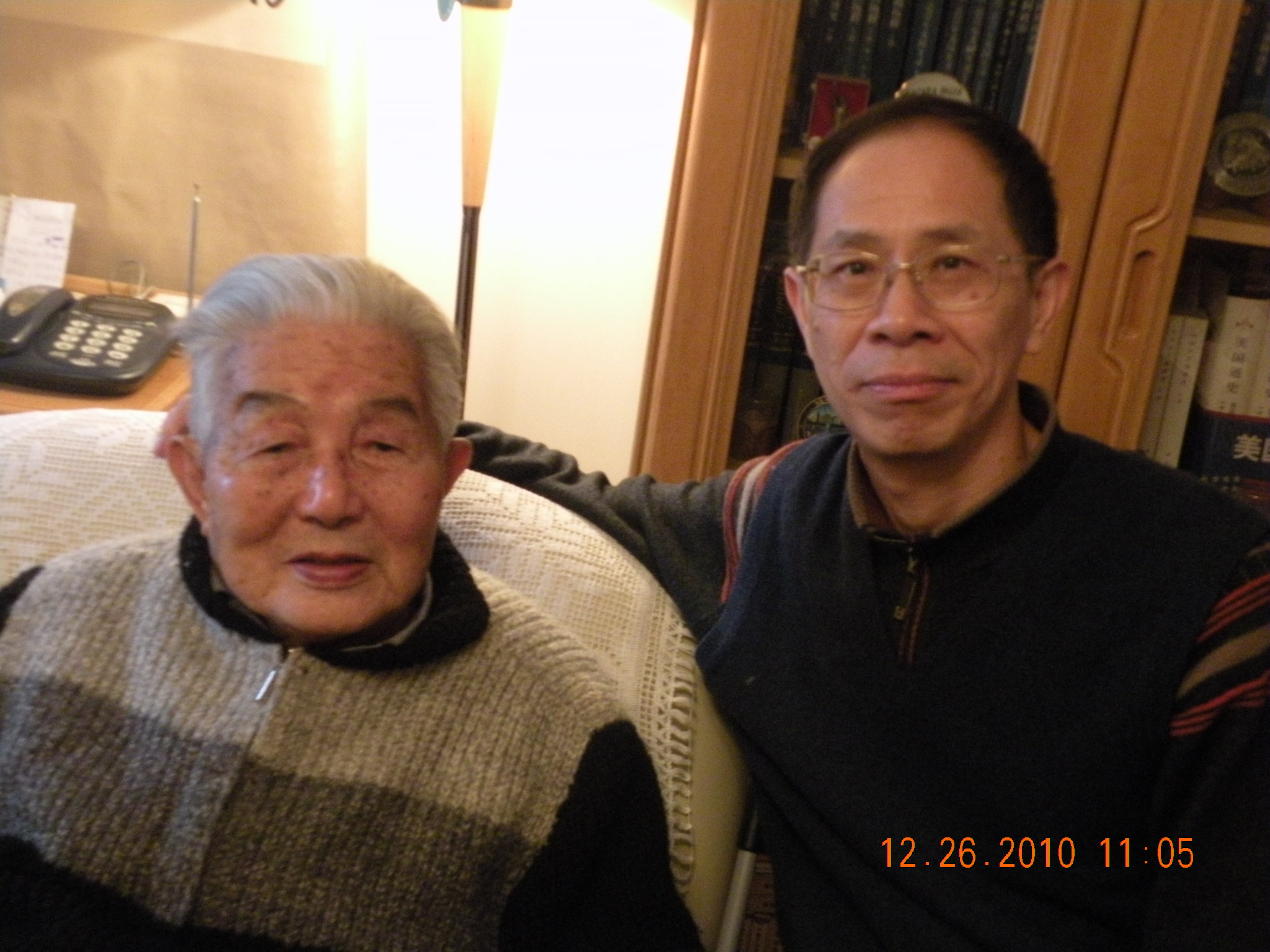 三11 2012-12-26 在方生家中和祝立明合影.JPG