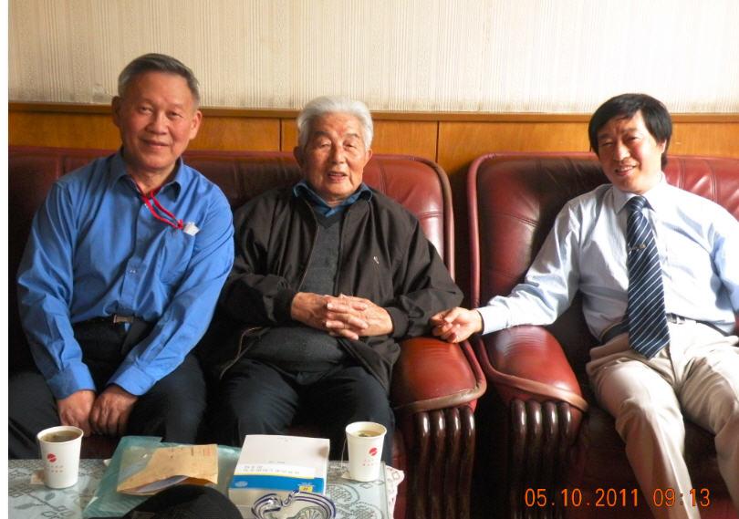 三12 2011-05-10黄安年,邓蜀生,乔还田在人民出版射合影,.jpg
