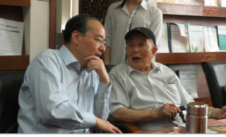 三14 2012-05-10 在北大李剑鸣和邓蜀升聊天.jpg