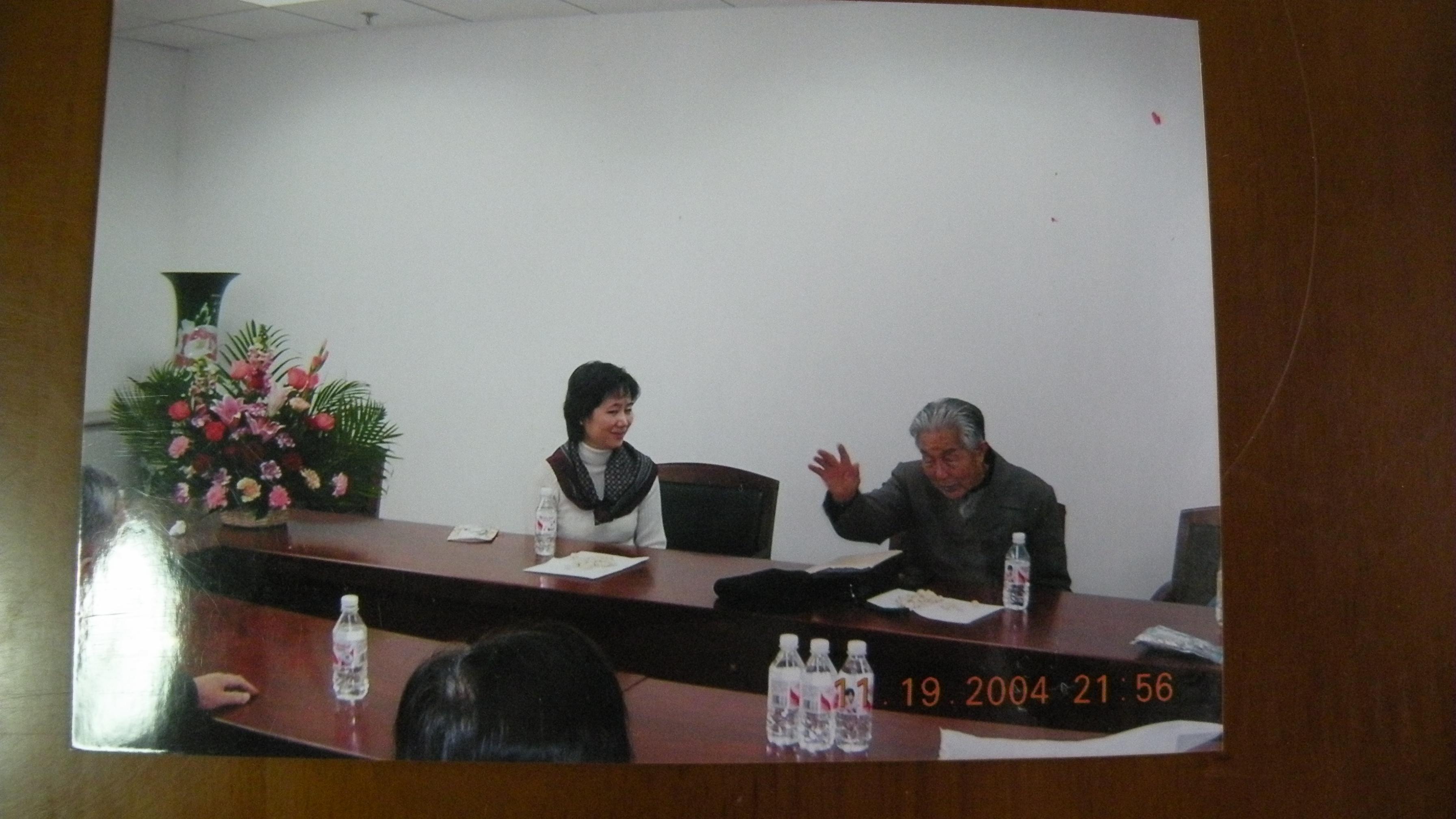 三21 2004年11月19日在北师大聚会时邓蜀生谈1944年印缅战线.JPG