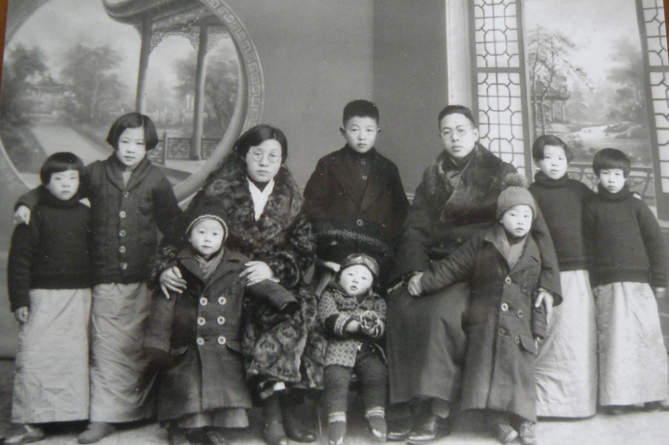 四02 1935年(77年前)全家福.JPG