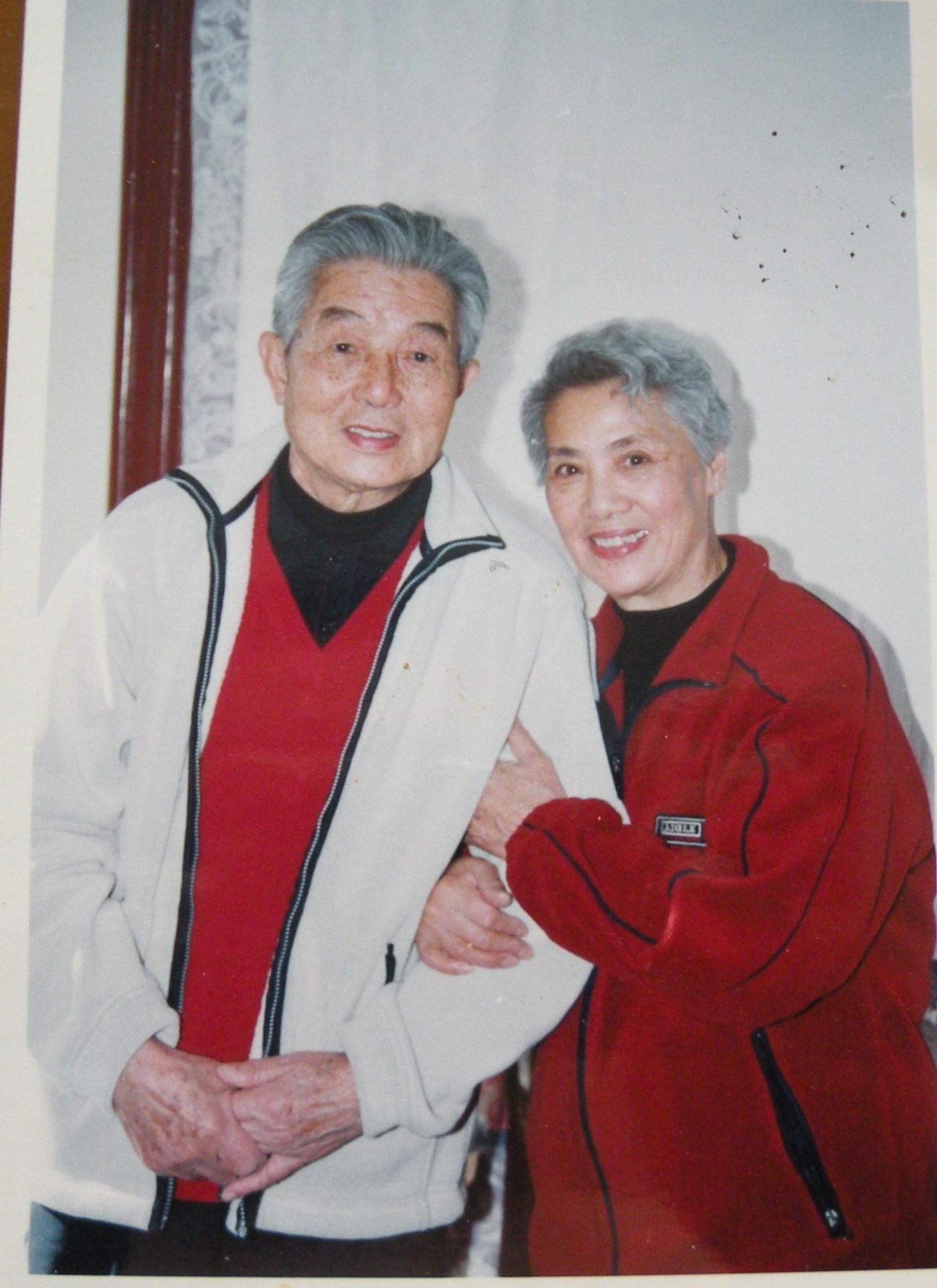 四10 1998年邓(75)和秦文(70)合影.JPG