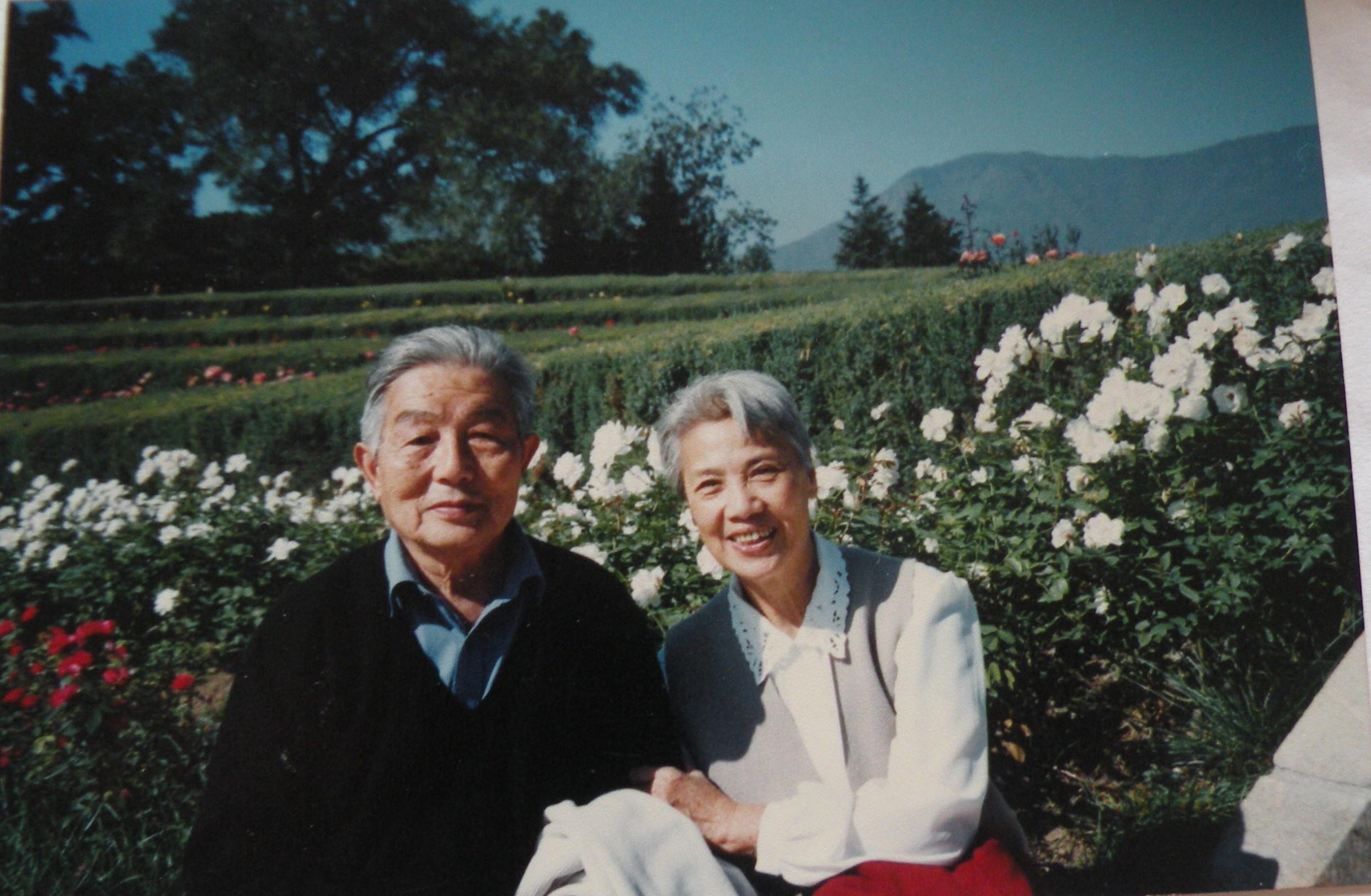 四11 1999年和秦文摄于北京植物园.JPG