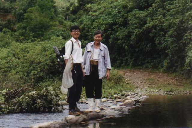 黄复生教授和朱朝东在海南五指山水满采集-2.jpg