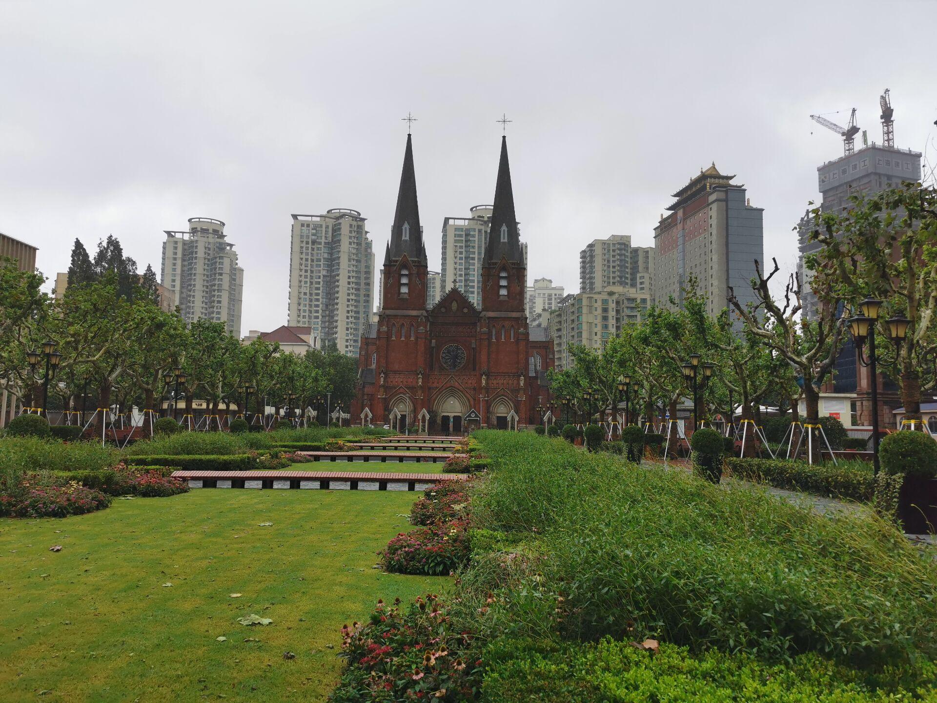 徐家汇教堂广场:台风中和台风后1.jpg