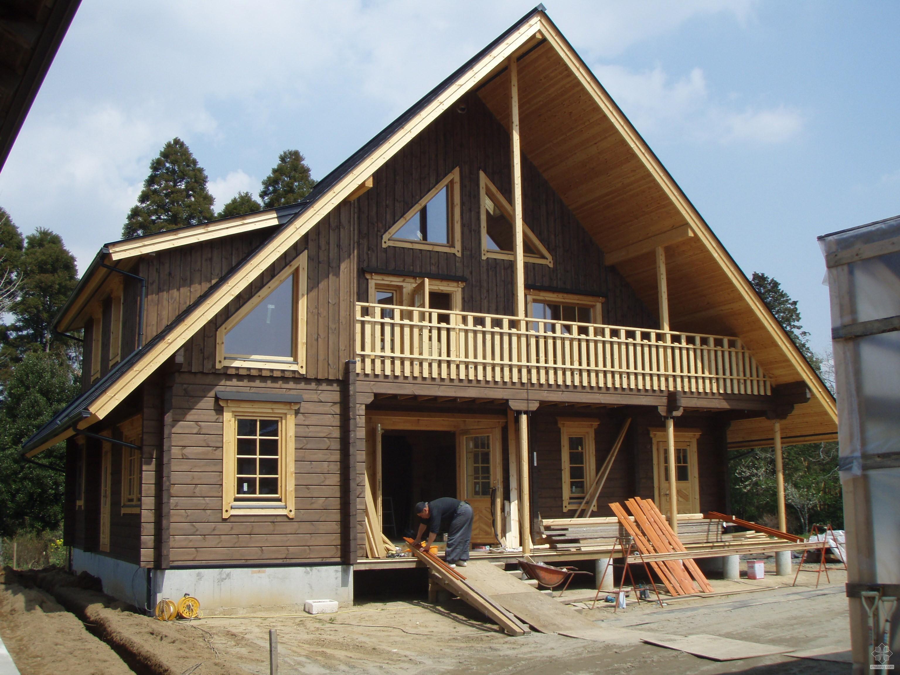 目前,每年在北美新造150万房屋中,采用木框架结构的超过90%,英国